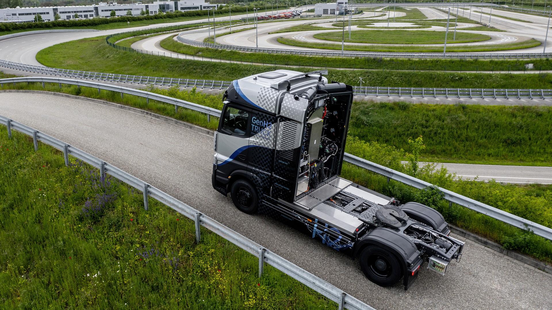 Mercedes-Benz Actros hydrogen-electric semi prototype