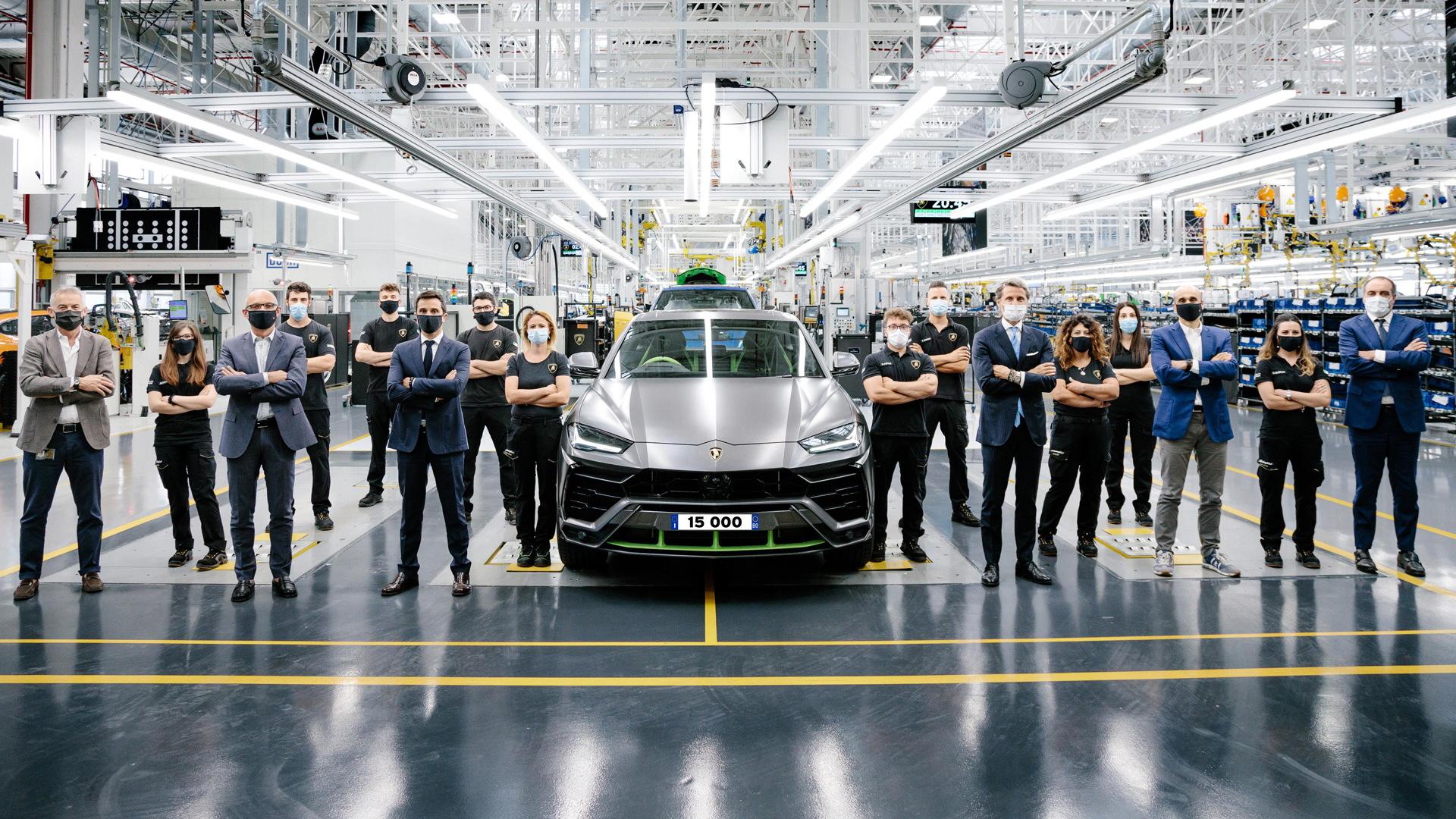 Lamborghini celebrates building the 15,000th Urus - July 20, 2021