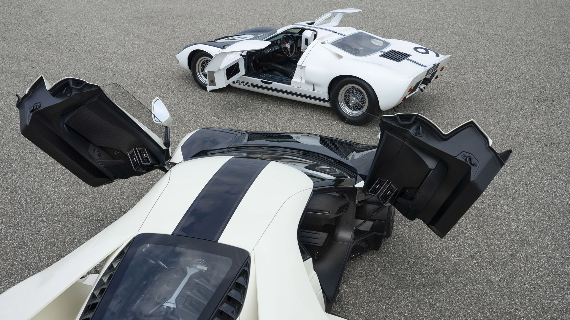 2022 Ford GT Heritage Edition and 1964 Ford GT40 prototype GT/105