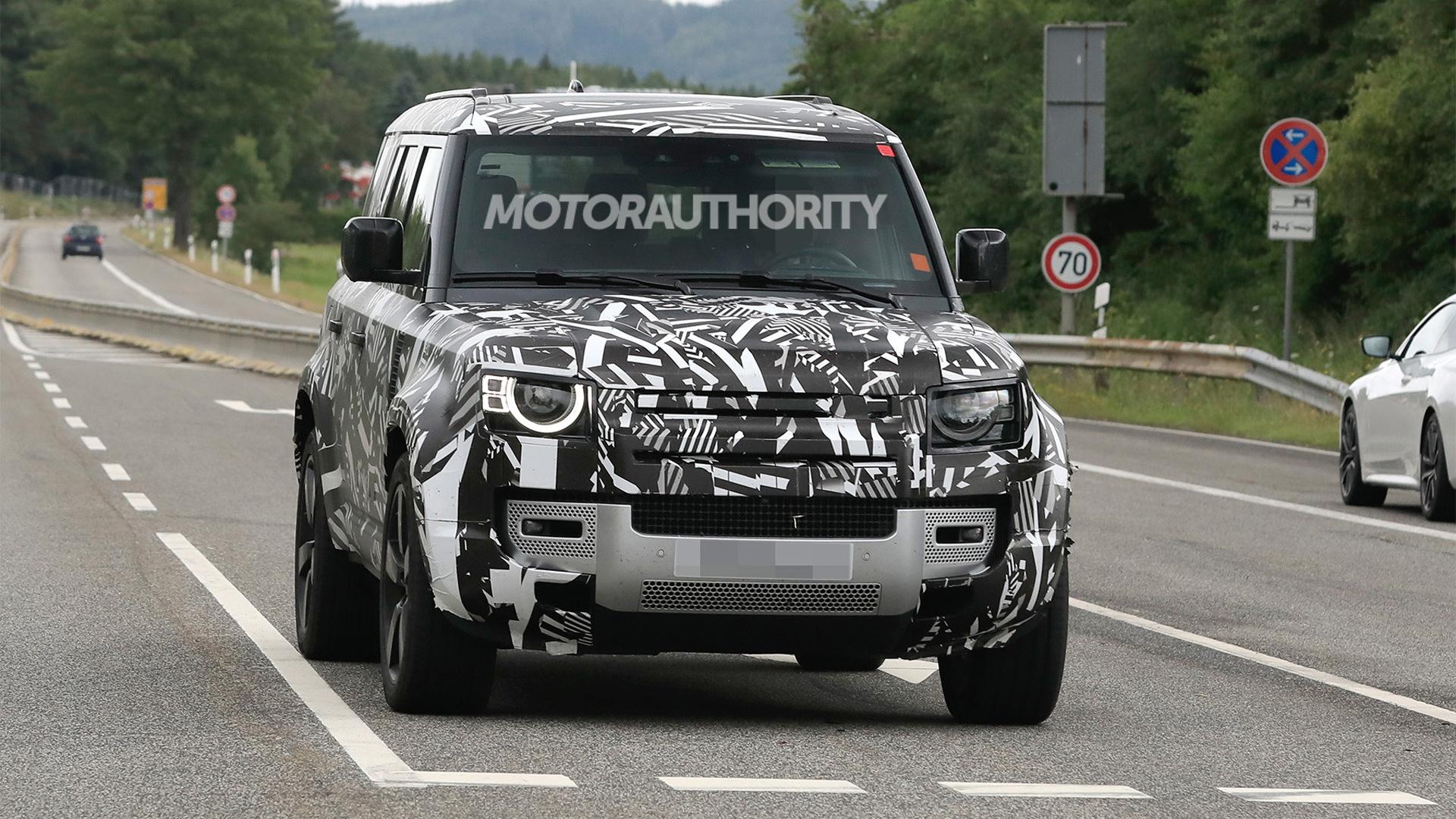 2023 Land Rover Defender 130 spy shots - Photo credit:S. Baldauf/SB-Medien