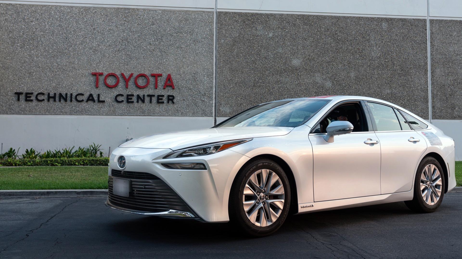 2021 Toyota Mirai Guinness World Record driving distance attempt