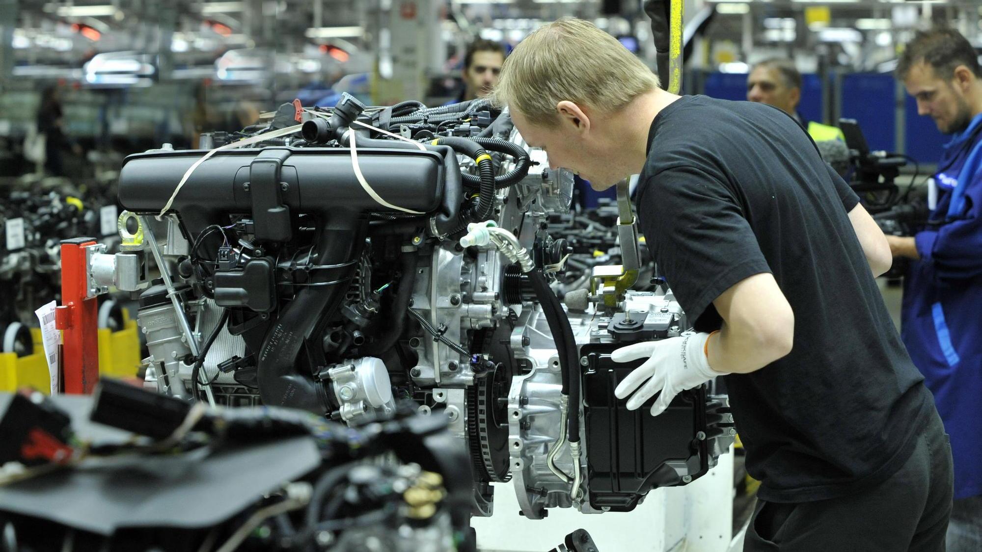 2013 Volvo V60 Plug-in Hybrid enters production