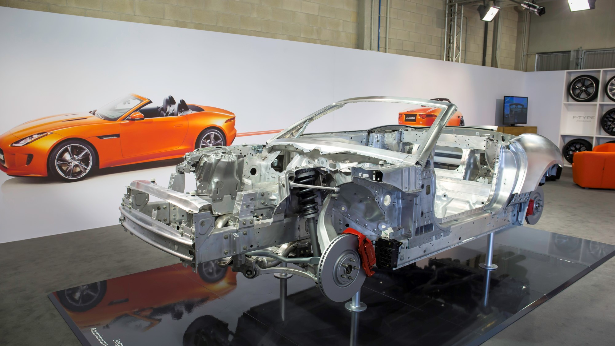 2014 Jaguar F-Type engineering displays