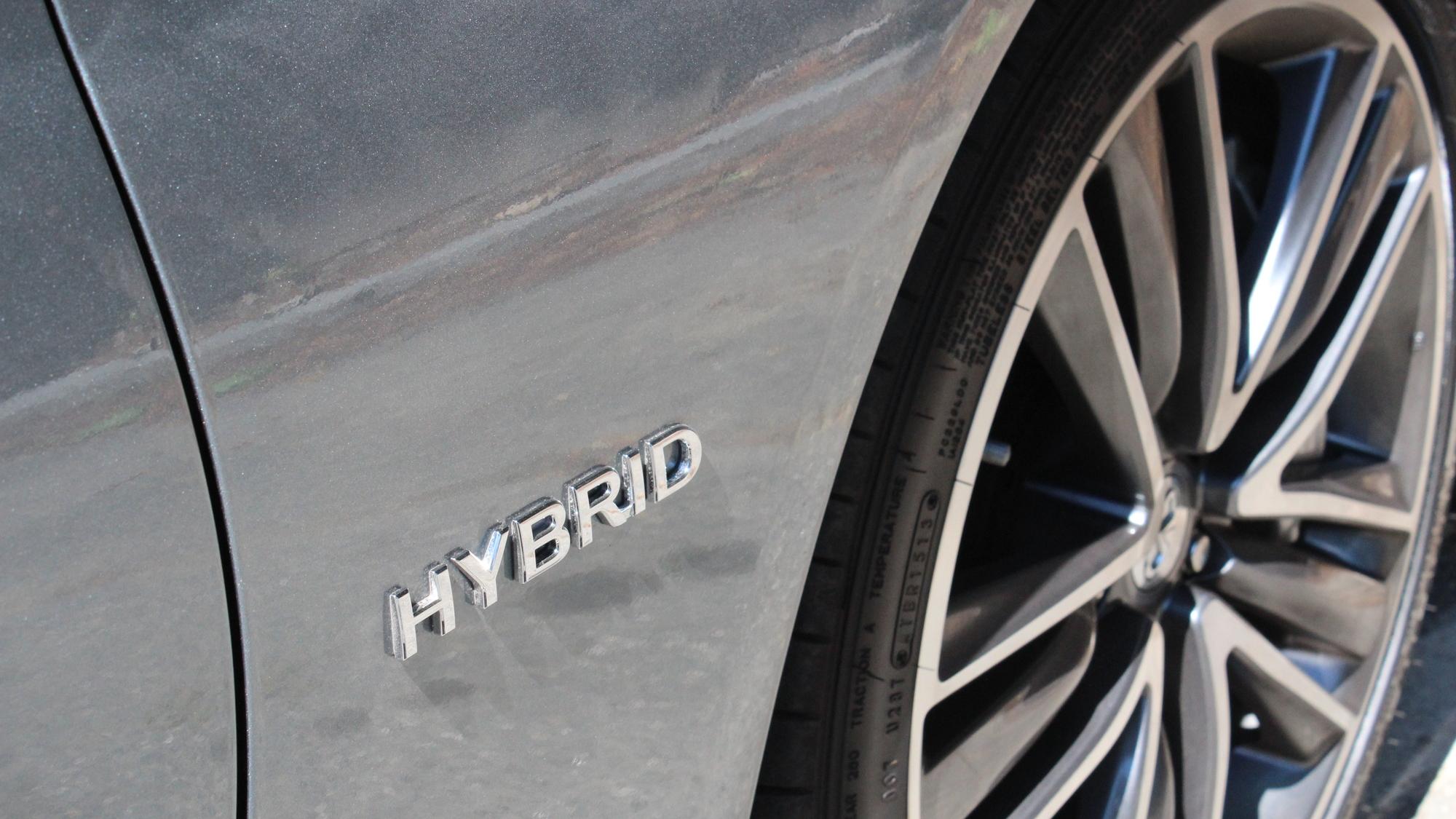 2014 Infiniti Q50 Hybrid Sport  -  First Drive, July 2013