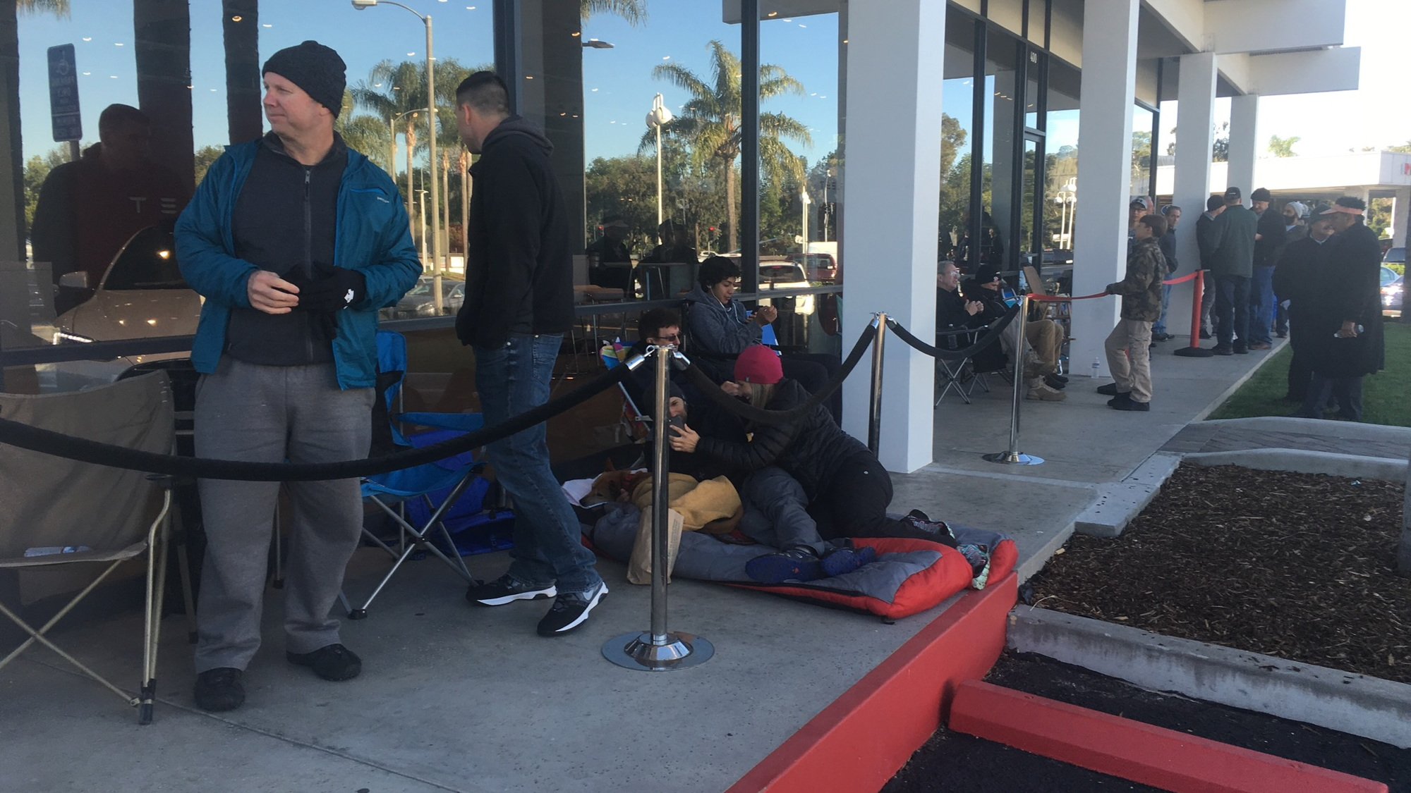 Buyers waiting to reserve Model 3 electric car, Tesla Store, Santa Barbara, CA [photo: David Noland]