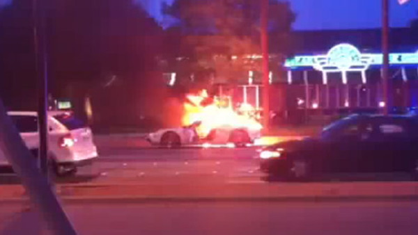 Twin-turbocharged Ford GT burns to the ground