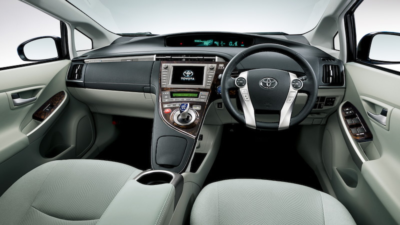 2014 Toyota Prius Plug-In Hybrid interior (Japanese version).