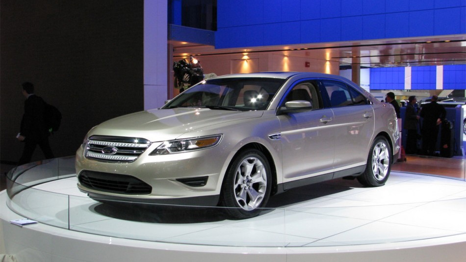 2010 ford taurus sedan live 01 0112 950x673
