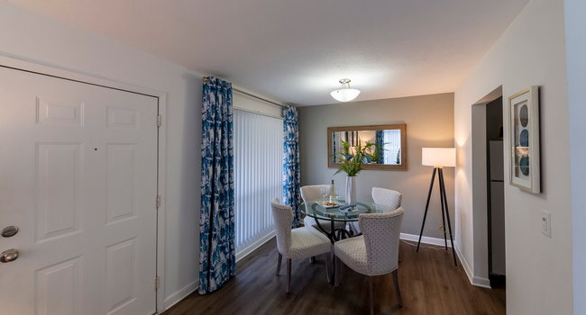 St. John's Pointe Apartments Model Dining Room