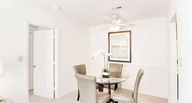 Townsend Square Apartments - 102 Reviews | Fredericksburg