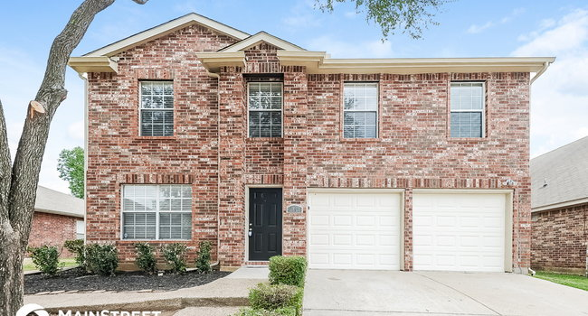 Image of 2852 Concho Tr in Fort Worth, TX