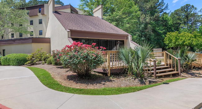 ATTRACTIVE SCENERY AT AMBERWOOD APARTMENTS FOR RENT IN  LAGRANGE, GA.