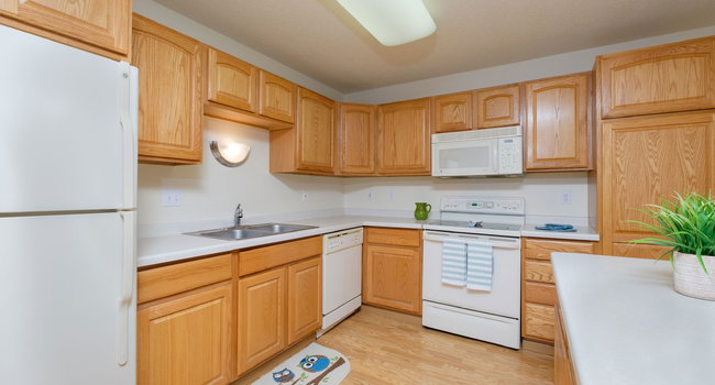 Townhomes at Charleswood   2 Bedroom Plan A   Kitchen