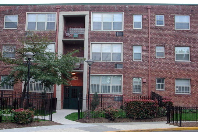 Manager Uploaded Photo Of Woodberry Village In Washington Dc